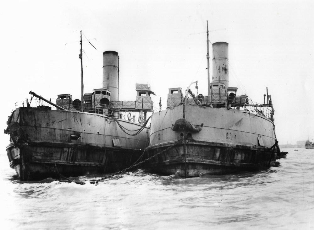 HMS IRIS II and HMS DAFFODIL
